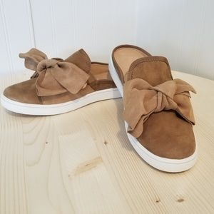 New without box UGG 7M chestnut mules
